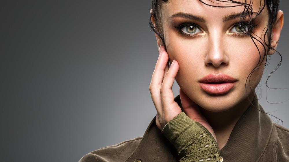 un maquillage des yeux verts